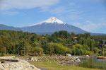 Blick von Pucon auf den Vulkan Villarica