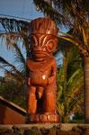 Holzfigur am Hafen von Hanga Roa