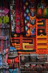 Webarbeiten auf dem Markt in La Paz