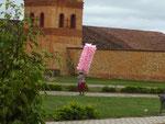 Zuckerwatte Verkäuferin, gesehen in San Jose de Chiquitos