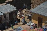 Blick von der Seilbahn aus in einen Hinterhof in La Paz