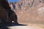 Tolle Landschaft und Straßenführung über den Redentor Pass