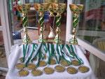 Die begehrten Pokale und Medaillen