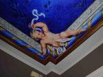 Querubín pintado en techo.