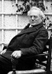 Georg Grimm auf der Terrasse seines Landhauses in Utting a.A.