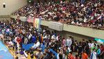 試合会場の客席はいっぱいでした。但し、観客か関係者かわかりませんが・・・