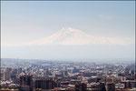 Yerevan - sullo sfondo il monte Ararat