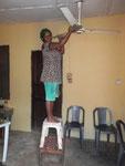 Bij gebrek aan een ladder.......