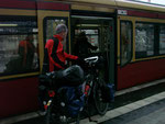 Warten auf die S-Bahn nach Straußberg, um überhaupt erst einmal aus Berlin