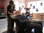 beim Haare und Bartschneiden