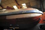 Neue Planken schützen den Rumpf = Arbeitsboote!