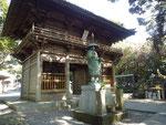 四国八十八ヶ所第24番札所の最御崎寺(ほつみさきじ)の入り口。弘法大使の像が立っている。