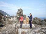 観光びらき会場から海岸の散歩道を歩いて最終ゴールの「シレスむろと」へ。途中にある写真のスポット「ビシャゴ岩」