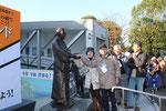 シェイクハンド龍馬像と記念の握手