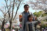 高知城三ノ丸で、三共コンクリートの北添さんが親子で花見をしていた