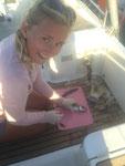 Ein guter Fang: Anne´s selbstgefangene Makrele gibt´s heute Abend frisch auf den Teller