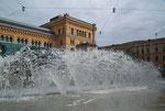 Schönes Wasserspiel vor dem Hauptbahnhof (Bahnhofplatz)