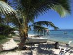 Typischer Strand an der Ostseite der Insel . . .