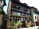 und immer wieder wunderschöne gut erhaltene oder restaurierte Häuser