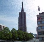 Filigran wirkender Gerüstbau zur Renovation des Turms