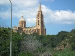 Auch auf Gozo trifft man auf viele imposante Kirchen . . .