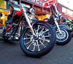 selbstverständlich vorallem die ausgefallendsten Modelle von Harley Davidson