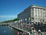 Sonnenplätze am Wasser für Spaziergänge sind beliebt