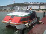 den kleinen geschlossenen Katamaran-Booten