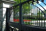 Paparazzo-Blick durch das Tor auf die Rückseite des White House