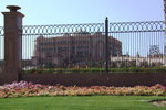 . . . das trotz gigantischen Ausmassen in Palast-Architektur erbaut wurde.