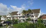 Blick auf das «Hotel Boucan Canot» . . .