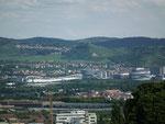 Blick vom Killesberg auf die weitläufig grüne Stadt Stuttgart