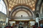 Aus der schönen Eingangshalle mit der grossen Kuppel wurde die Hotel-Reception