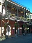 Eine der Attraktionen von New Orleans: Die wunderschönen Häuser mit den typischen Eisenbalkonen