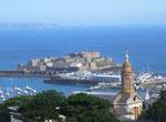 und zum grossen Jachthafen und zum Castle Cornet