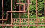 . . . gewidmet dem weltberühmten Eisenplastiker Bernhard Luginbühl