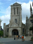 . . . und die Kirche gebaut mit kleinen und grossen Steinquadern