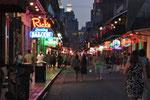 Auch am Abend lebt New Orleans. Nicht nur Touristen bevölkern die Strassen