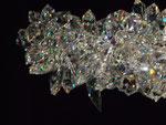 bestehend aus einzelnen geschliffenen Kristallstücken