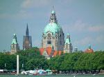 Blick auf den fast 100m hohen Kuppelturm des Neuen Rathauses