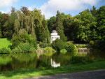 Der Jussowtempel im Bereich der Fontänengärten