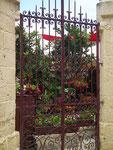 Hübsches Eingangstor zum Blumengarten