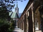 und der schattenspendende Klostergang