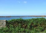 Herrliches Grün und tiefes Blau an der Südküste
