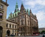 Ich liebe solche klassizistischen Bauten . . .