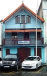 Das Haus des Fahrschulbesitzers ist genau so bunt wie die Karibik selbst