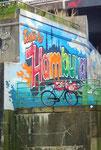 Schönes Begrüssungsgraffiti an einer Quaimauer