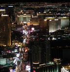 Sicht auf den Las Vegas Boulevard vom Stratosphere Tower aus
