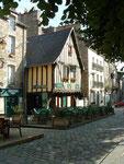 . . . eine mittelalterliche Ortschaft mit den typischen Fachwerkhäusern . . .