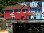 Die typischen Holzhäuser bunt und schön renoviert